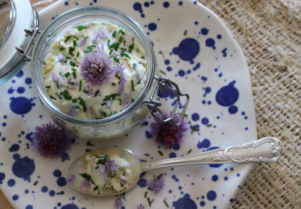 Knoblauch-Butter-mit-Schnittlauch-Blüten-3
