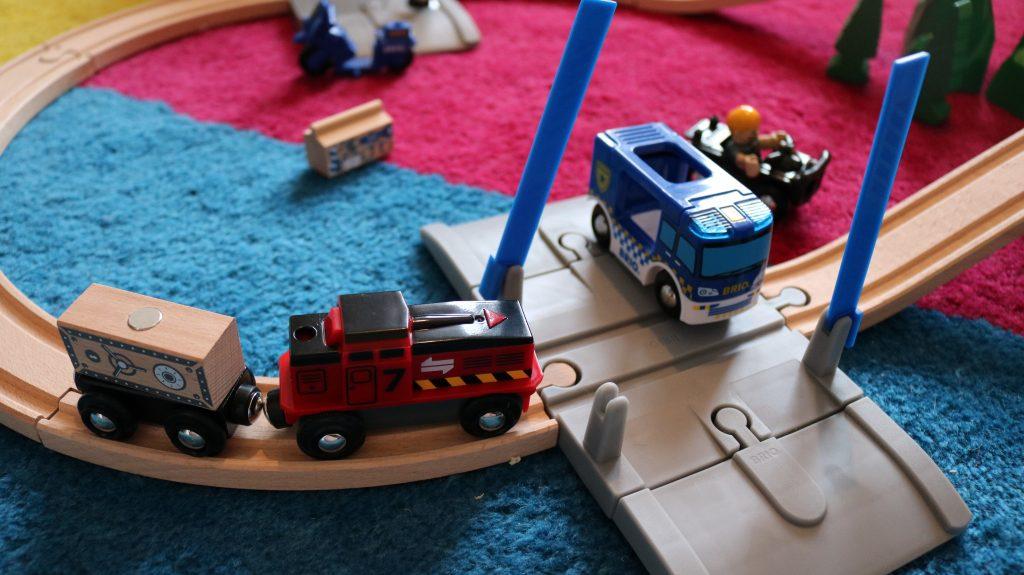Brio-Geschenktipp-Polizei-Set