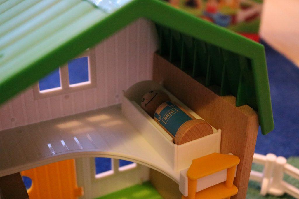 Brio-Farmhaus-sogar-mit-Betten