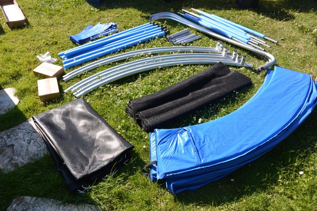 izzy trampolin 305cm mit klappbarem sicherheitsnetz unser garten ist nun der zentrale h pf. Black Bedroom Furniture Sets. Home Design Ideas